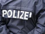 Polizist, Sujet: Kriminalität, Ermittlungen, Verhaftung, Festnahme, Einsatz