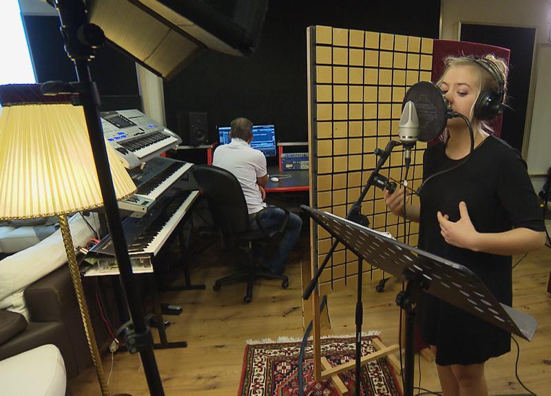 Requiem für Falco aus OÖ, Sängerin Julia Putz