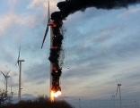 Brennende Windräder in Gols