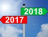Pfeile in Richtung altes und neues Jahr