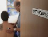 Arzt Ordination Patient Untersuchung Tür Schild