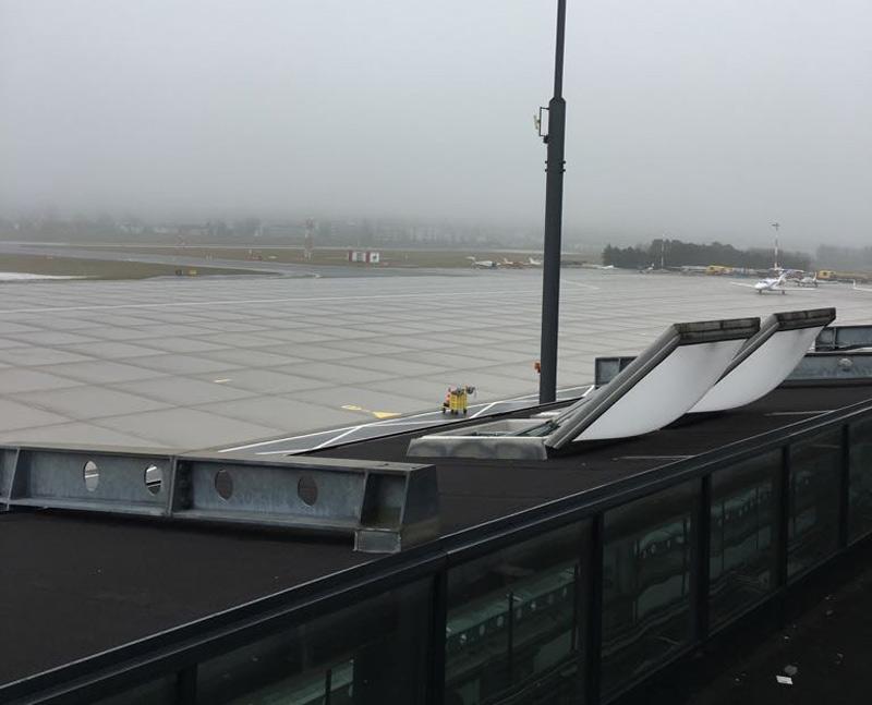 Flughafen Innsbruck bei Nebel