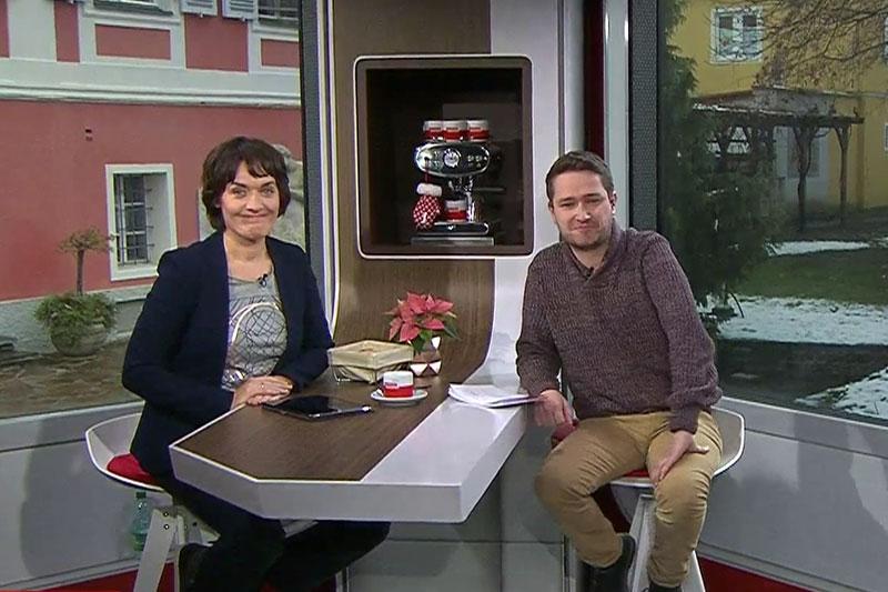"""Eva Pölzl und Lukas Möschl im mobilen Studio von """"Guten Morgen Österreich"""""""
