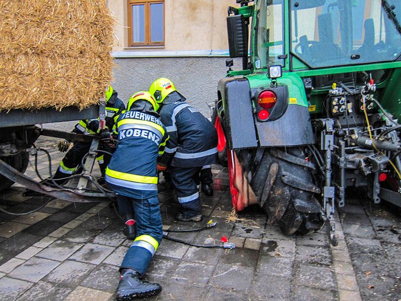 Traktor prallte gegen Hausmaue, Kobenz, Murtal