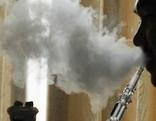Shisha oder Wasserpfeife rauchen