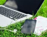 WIFI WLAN Laptop im Gras