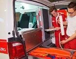 Zivildiener Rotes Kreuz, Rettung, Sanitäter, Blaulicht, Unfall,