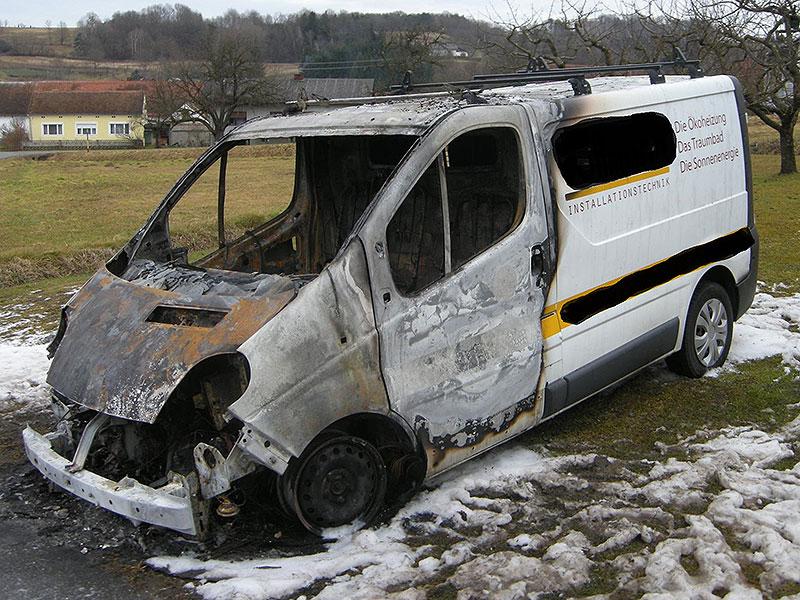 ausgebrannter Bus in Neusiedl bei Güssing