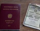 österreichischer Pass und daneben italienische Identitätskarte