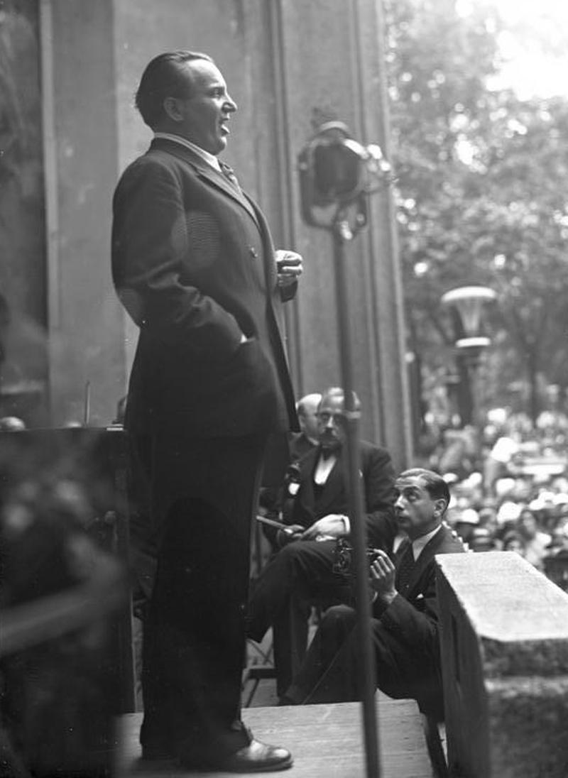 Richard Tauber singt in einer Wohltätigkeitsmatinee für die Künstleraltershilfe im Berliner Zoo, Aufnahme von Georg Pahl vom August 1932