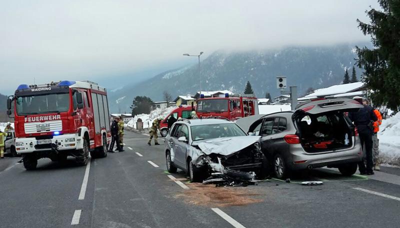 Verkehrsunfall mit mehreren Autos