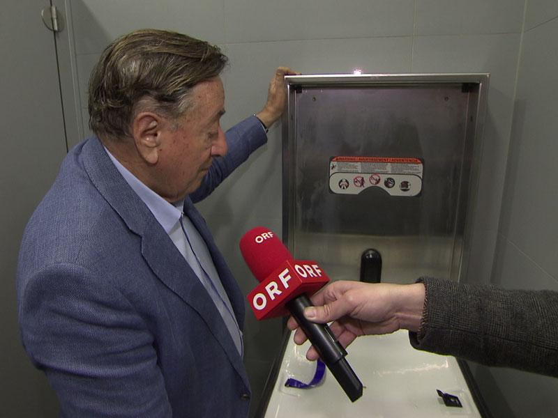 Wickeltische auf Herrentoiletten - Lugner City und Gastro WK nachgefragt