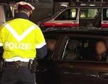 Alkolenker Alkohol Betrunken Polizei Polizeikontrolle Alkomat Drogen Drogenlenker Kontrolle Straßensperre