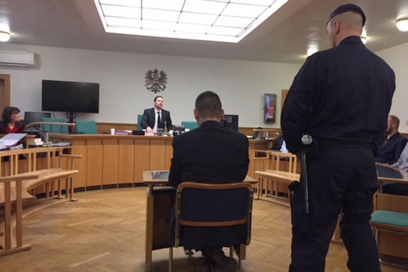 Angeklagter vor Prozessbeginn