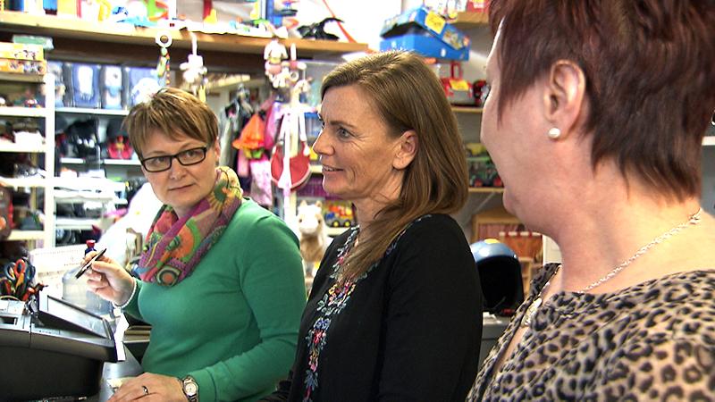 Eigentümerinnen und Verkäuferin im Second-Hand-Laden in Oberwart