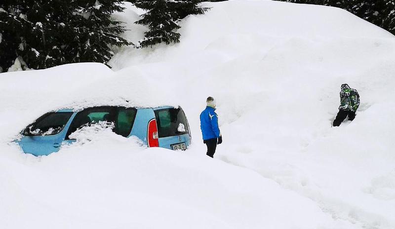Schnee im Paznauntal in Valzur bei Ischgl
