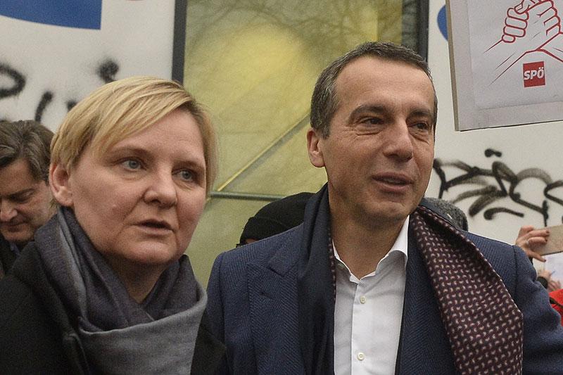 Sandra Frauenberger und Christian Kern bei Protestaktion gegen Stopp der Aktion 20.000