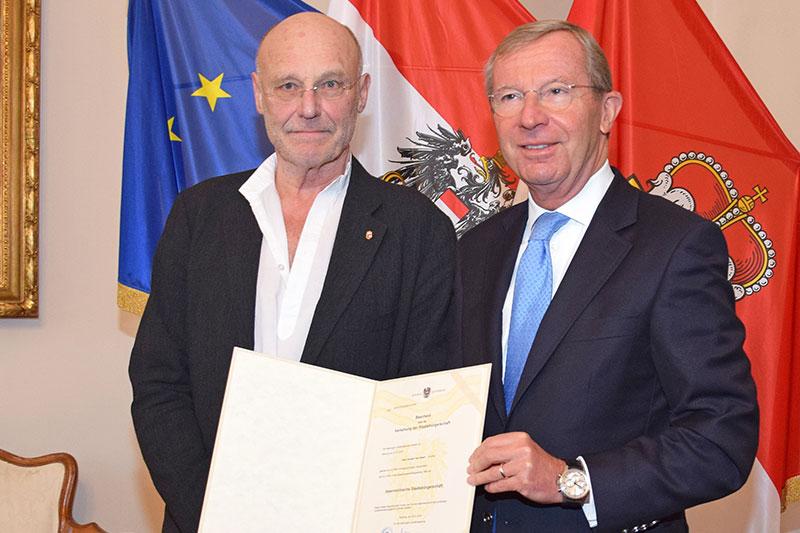 Anselm Kiefer mit Salzburger Landeshauptmann Wilfried Haslauer