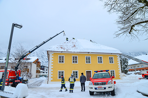 Schnee am Dach Silz