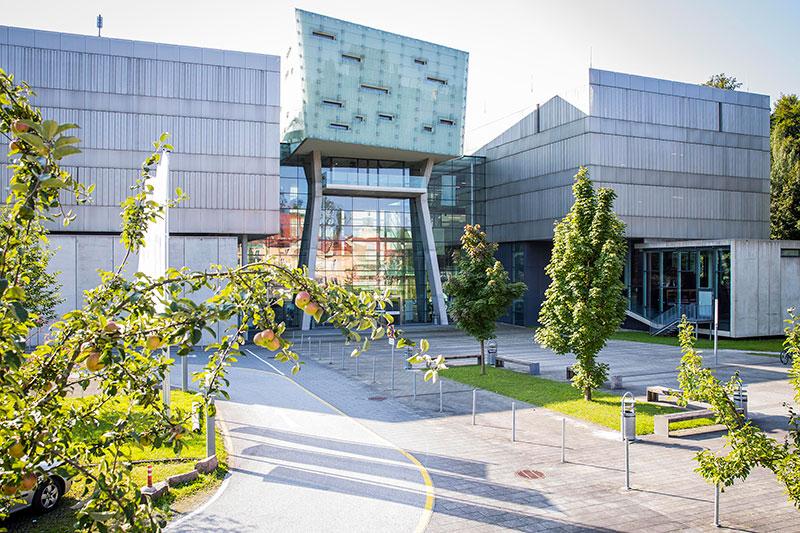 Campusgebäude der Fachhochschule Salzburg in Puch Urstein