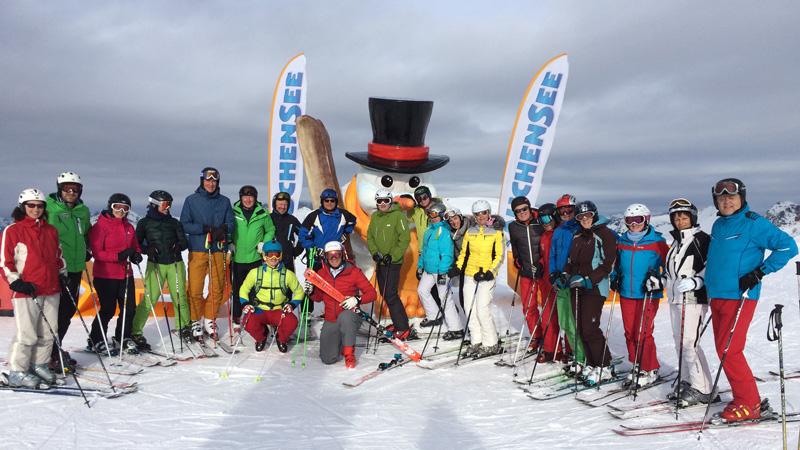 Teilnehmerinnen und Teilnehmer mit Michael Walchhofer und Thomas Gonaus in Zauchensee