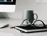 Büro Sujetbild PC Handy Smartphoe Computer Laptop Business