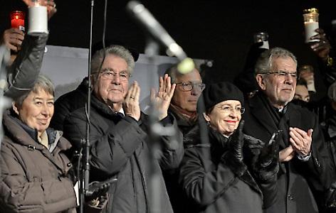 (l-r): Margit Fischer, Alt-BP Heinz Fischer, Ex-Flüchtlingskoordinator Ferry Maier, Doris Schmidauer und BP Alexander Van der Bellen während der Gedenkveranstaltung für Ute Bock am Wiener Heldenplatz, 2.2.2018