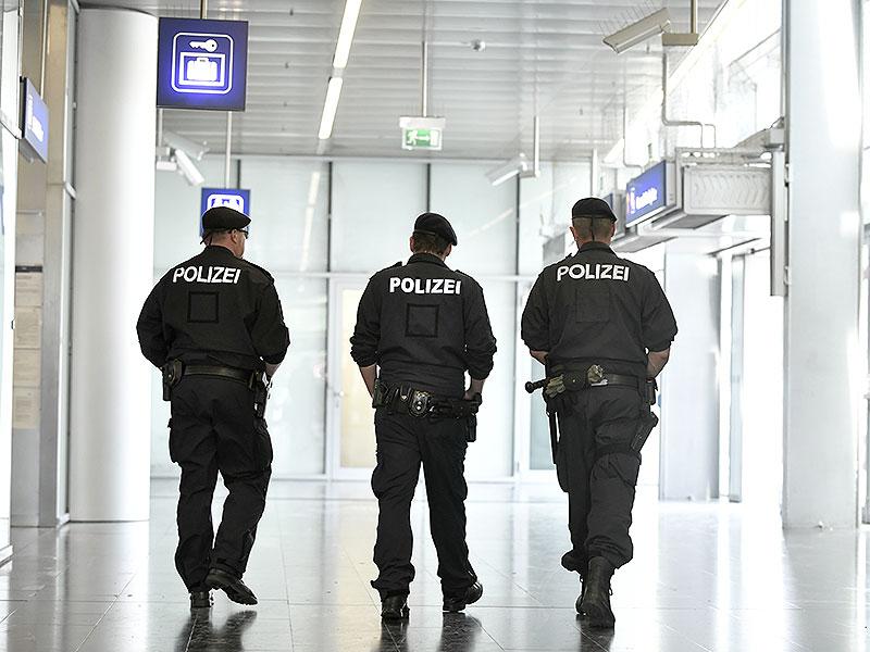 Polizisten am Praterstern