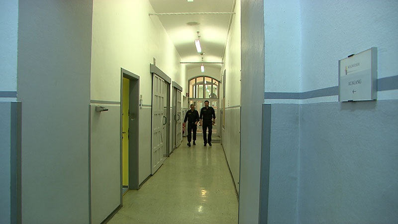 Symbolbild Justizanstalt Klagenfurt Gefängnis Gang