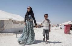 Geschwisterpaar aus dem syrischen Raqqa, die vor dem IS geflüchtet sind, im Lager für Vertriebene in Ain Issa, veröffentlicht von Save the Children am 2. August 2017