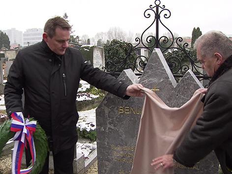 Nagrobni kamen nagrobnik skladatelj Ipavec Gradec Karničar Diaci opera Bedenk