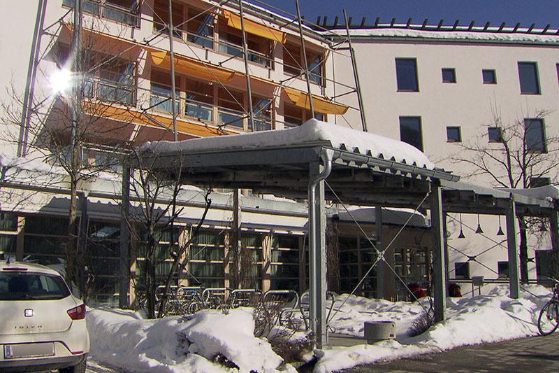 Seniorenwohnhaus in Zell am See (Pinzgau) im Schnee