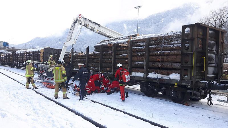 Unfall bei Holverladearbeiten in Jenbach
