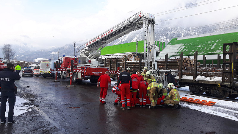 Unfall bei Holzverladearbeiten in Jenbach