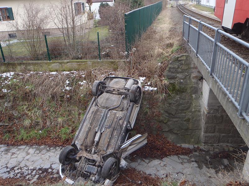 Auto gegen Zug Unfall