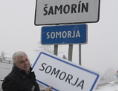 Árpád Érsek, Verkehrsminister der Slowakei mit zweisprachigen Tafel