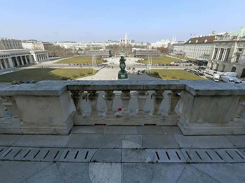 Blick vom Balkon der Hofburg auf den Heldenplatz