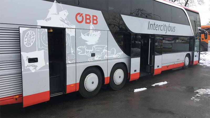 Studentin in Bus gefangen Bus ÖBB