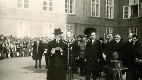 Prezident T. G. Masaryk hovoří ke školní mládeži při oslavách 10. výročí republiky 27.10.1928