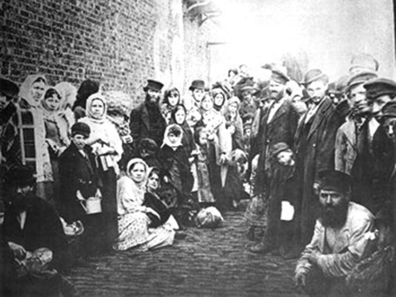 Flüchtlinge 1882 nach ihrer Ankunft in Liverpool