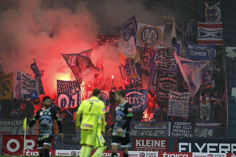 Pyrotechnik Austria Wien Fußball Fans