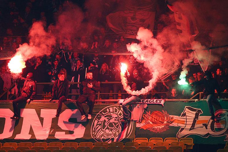 Pyrotechnik Rapid Wien Fußball Fans