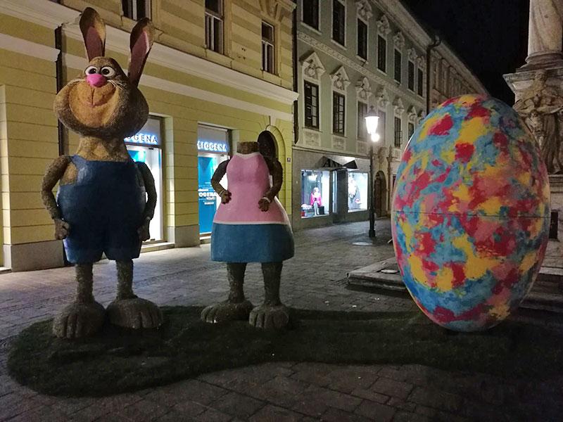 """Osterhase in der Innenstadt hat Kopf """"verloren"""""""