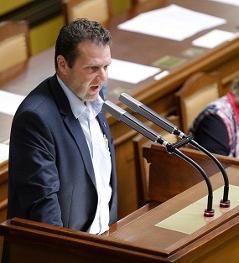 Poslanec Zdeněk Ondráček při svém projevu v parlamentu