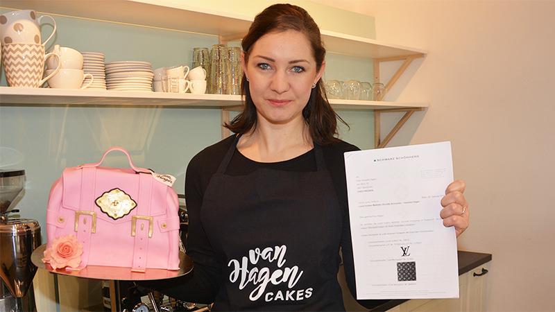 Vanessa Hagen mit Brief von Louis Vuitton