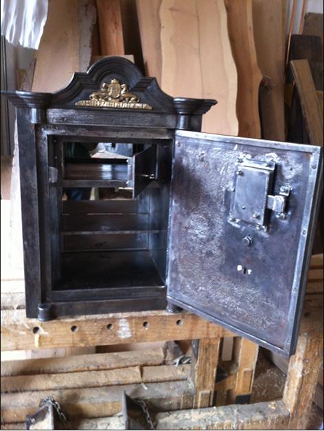 Antiker Tresor Diebstahl leer