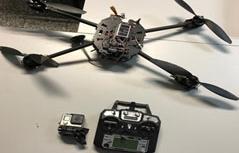 Drohne und Fernsteuerung