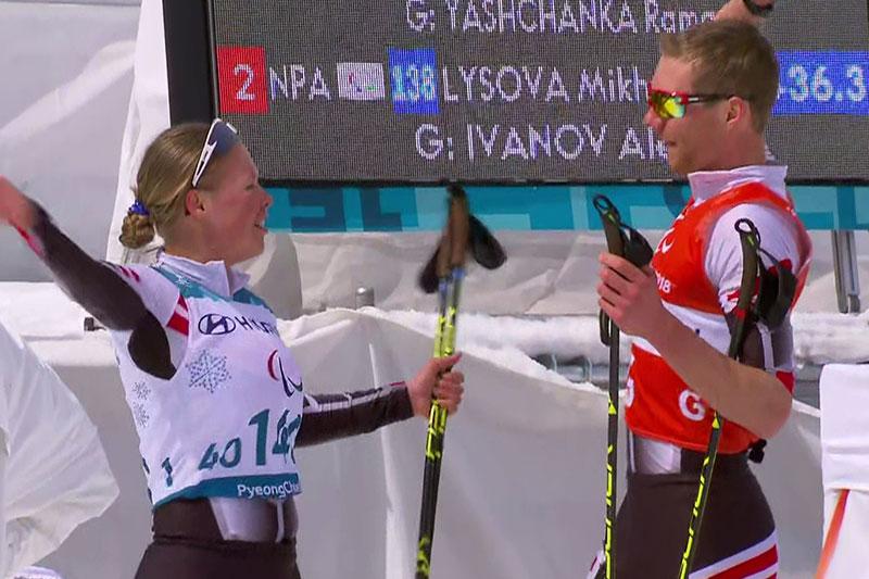 Carina Edlinger und ihr Bruder Julian beim Jubel bei den Paralympics in Pyeongchang