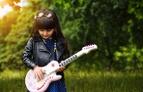 Mächen und Gitarre, Frühling