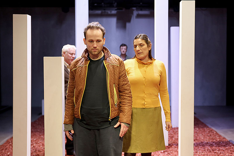 "Szene aus dem Stück ""Srebrenica"" im Salzburger Schauspielhaus"